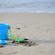 浜辺で砂遊び
